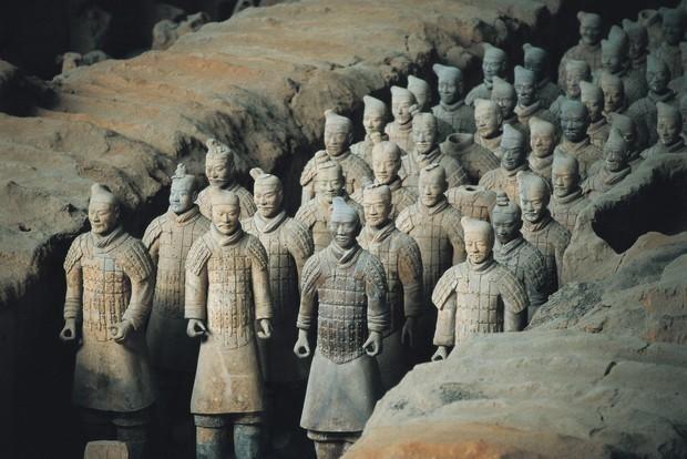 秦始皇兵马俑真用活人烧制?唇边2200年前工匠指纹,揭开真相