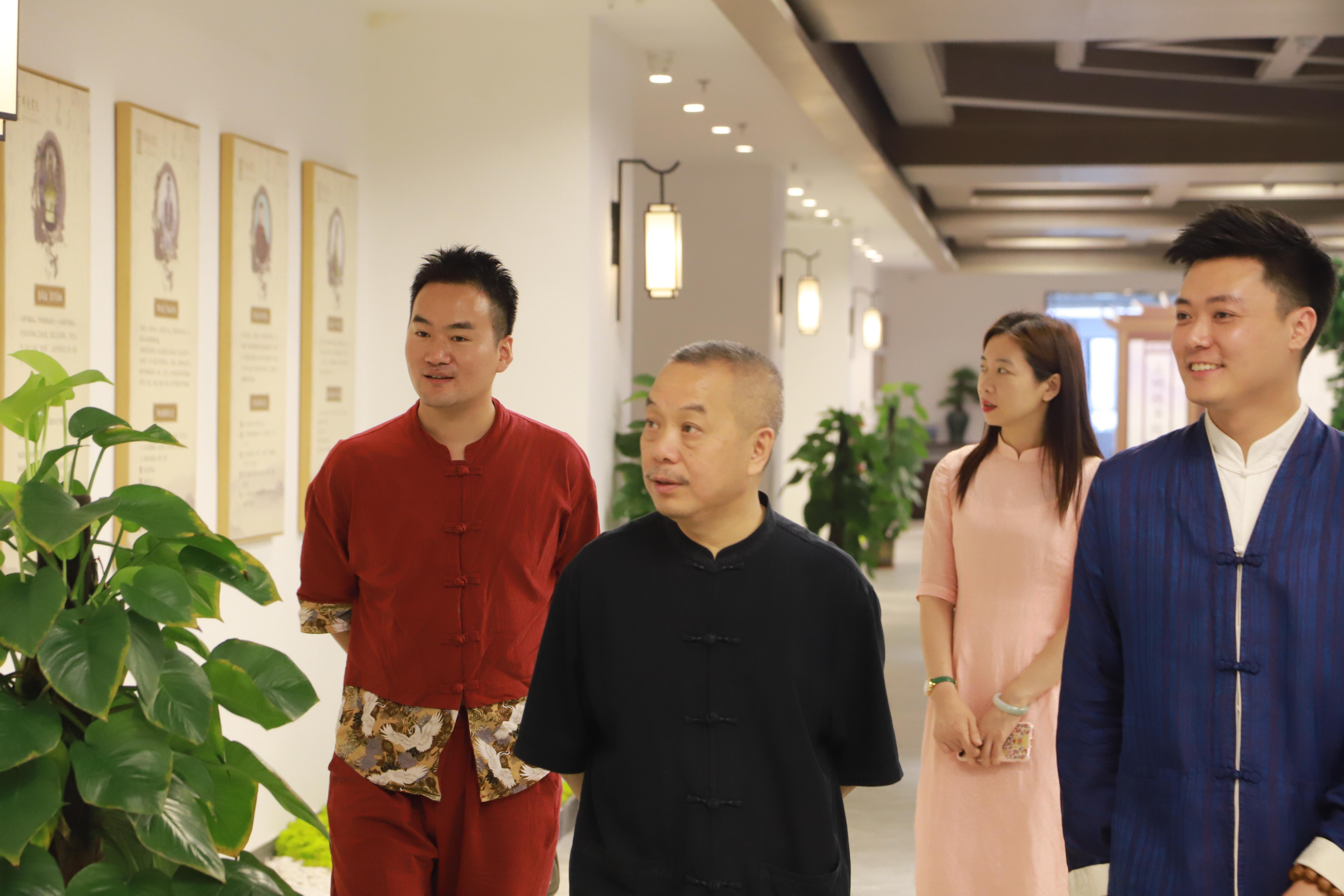深圳关山月美术馆馆长陈湘波老师到访明德书院深圳国学馆